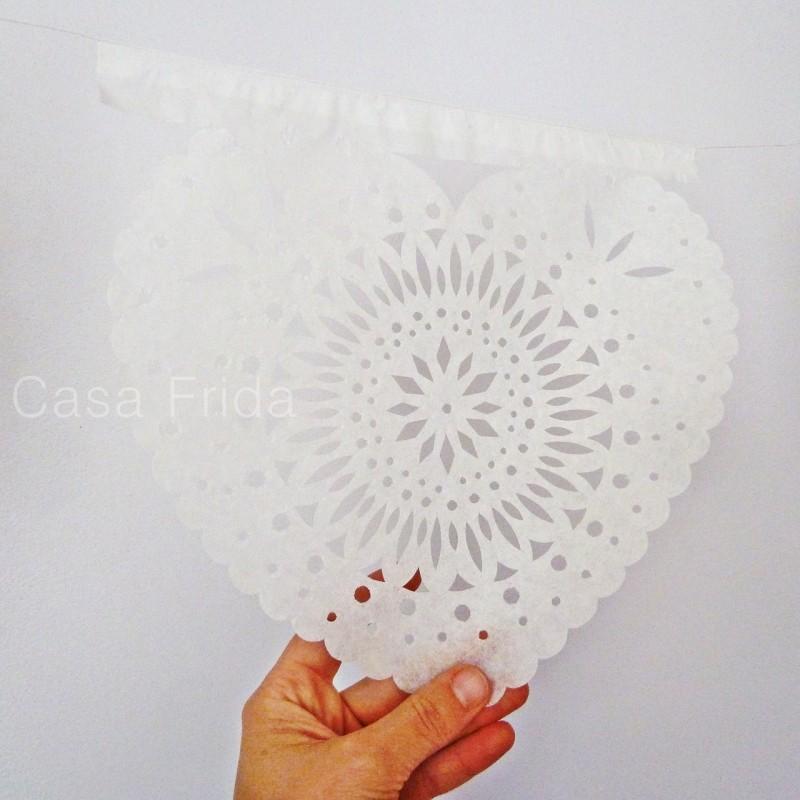 Guirlande en papier corazon papel picado mariage blanc casa frida - Guirlande papier mariage ...