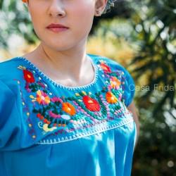 Blusa mexicana azul - Túnica bordada con flores - Casa Frida