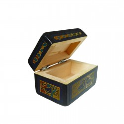 Small Olinalá lacquered box
