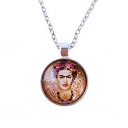 Collar autoretrato Frida en fondo rojo